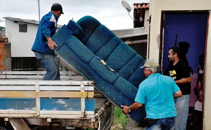 Risco de desabamento faz mais uma família deixar sua residência