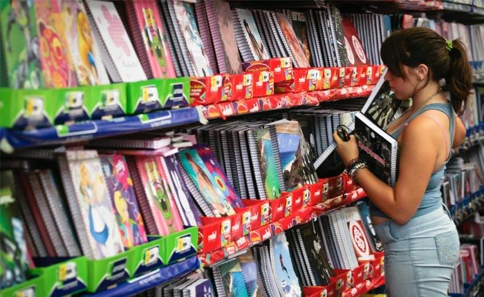 Procon Araxá realiza pesquisa com preços de material escolar