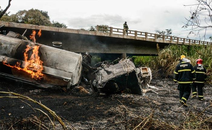Motorista morre carbonizado na BR 262