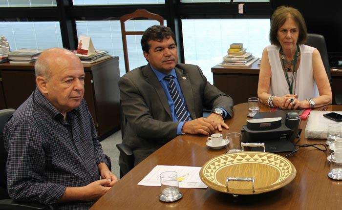 Secretário Angelo Oswaldo; deputado Bosco e presidente Magaly Cunha