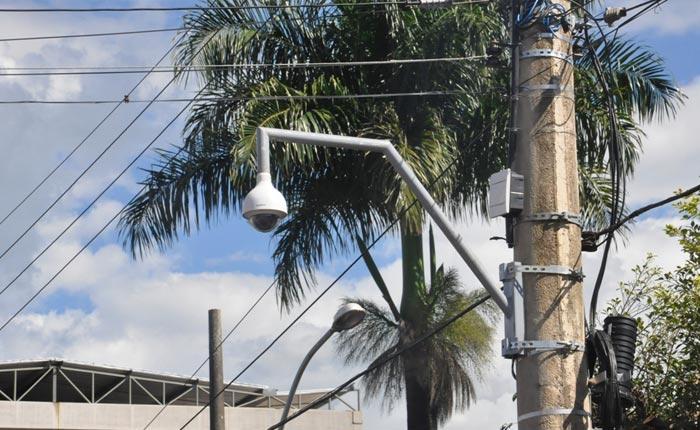 Prefeitura instala câmeras de monitoramento na avenida do Carnaval