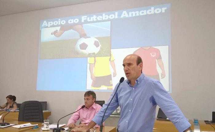 Clubes amadores vão receber jogos de uniformes e bolas em Araxá