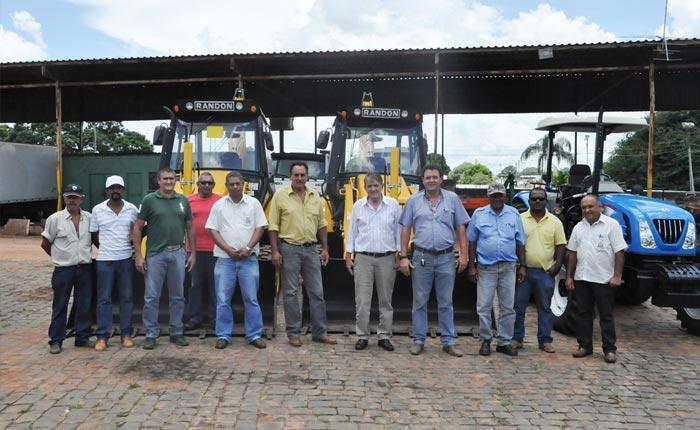 Prefeitura recebe equipamentos para recuperação e manutenção de estradas vicinais