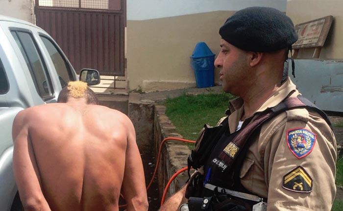 Polícia Militar prende autor de roubo a supermercado na rua Tiradentes