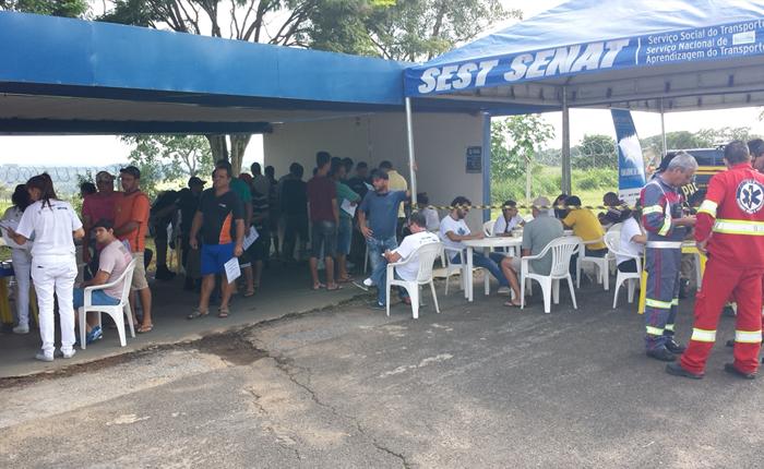 """Motoristas participam do projeto """"Comandos da Saúde nas Rodovias"""" em Araxá"""