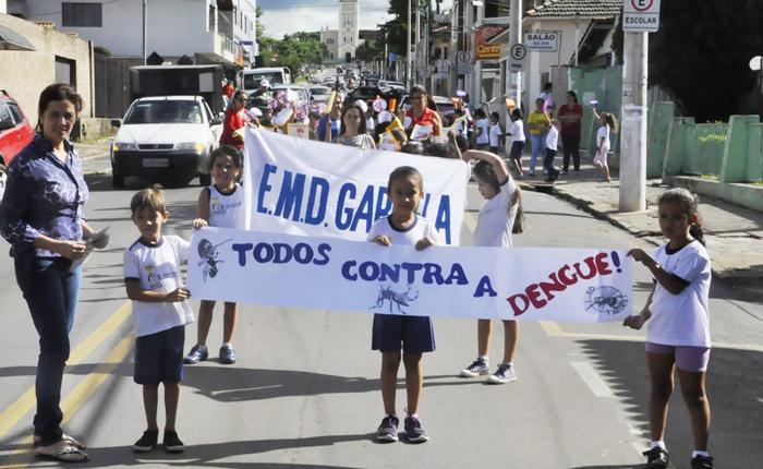 Escola Municipal Dona Gabriela promove passeata contra a dengue