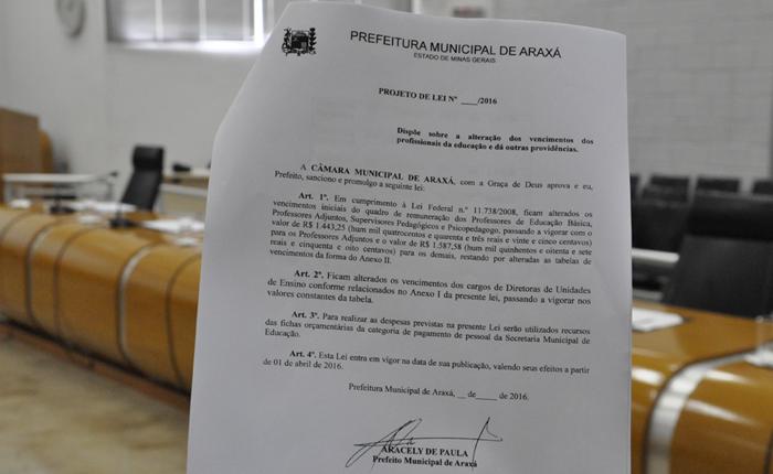 Executivo envia projeto para a Câmara que altera piso salarial de profissionais da educação em Araxá