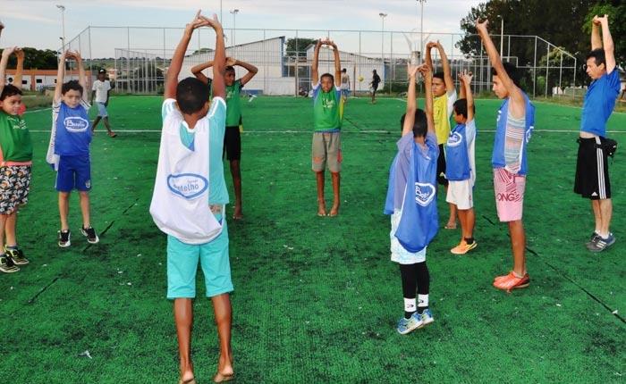 Prefeitura incentiva a pratica de esportes na Praça da Juventude