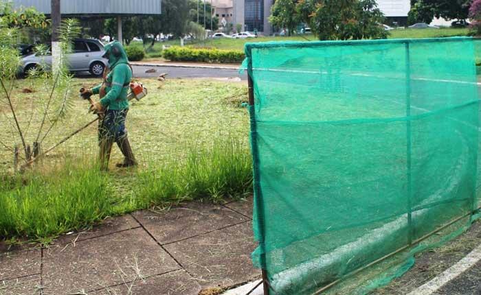 Novos bairros recebem a Operação Tapa-buracos e capina