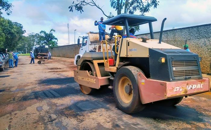 Operação Tapa-buracos e capina chegam a outros bairros da cidade