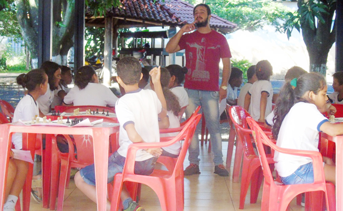 Secretaria de Educação implanta xadrez como conteúdo disciplinar para grupo de alunos