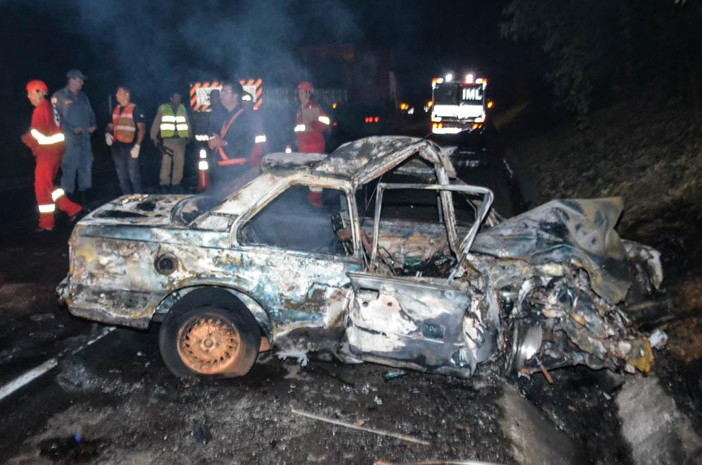 Motorista morre queimado em acidente próximo do trevo Araxá/BH