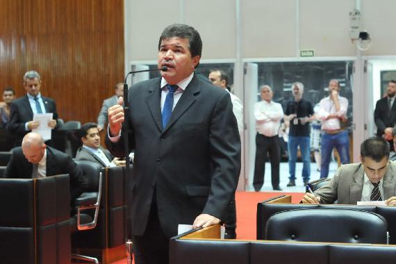 Deputado Bosco vota pelo aumento salarial de profissionais da educação