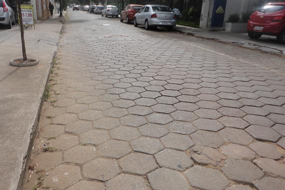 Rua Calimério Guimarães passa por obras para saneamento básico e pavimentação