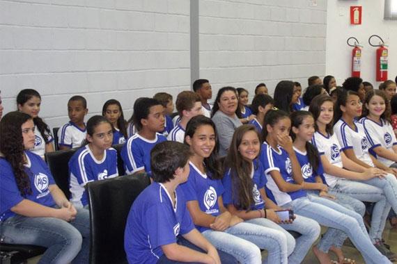 Vereador Fabiano homenageia Escola Armando Santos, que completa 50 anos
