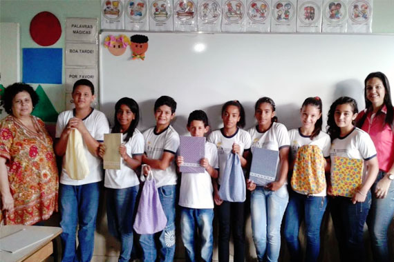 Escola de Araxá desenvolve os projetos Facebook de Papel e Sacola Literária