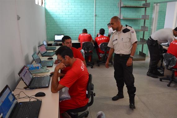 Cresce 40% o número de presos de Minas Gerais com vaga no ensino superior