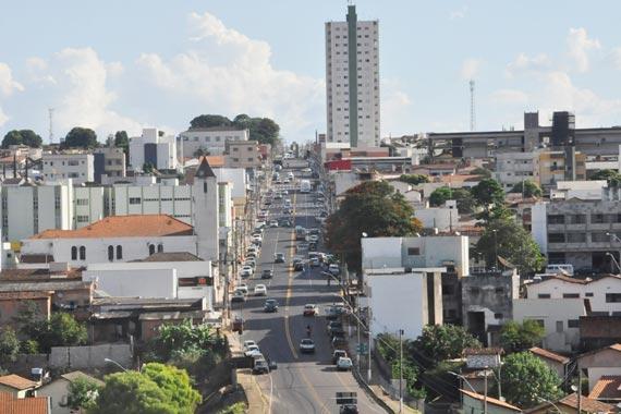 Com orçamento de R$ 4 mi, revitalização da avenida Senador Montandon é concluída