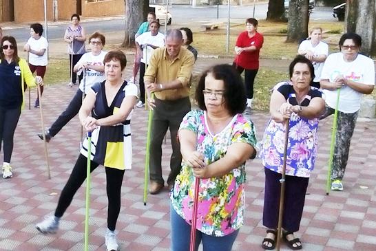 Vagas abertas para o projeto Academia ao Ar Livre em praças de Araxá