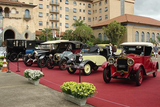 Amantes do antigomobilismo se reúnem em Araxá