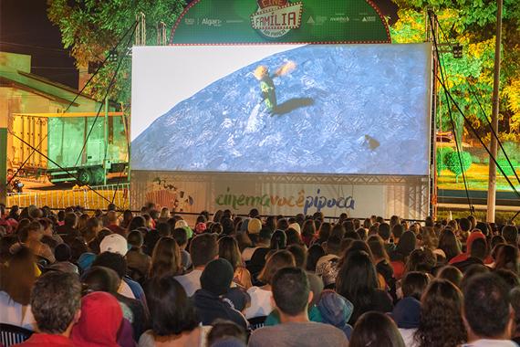Araxá recebe pela primeira vez o Cine Família na Praça