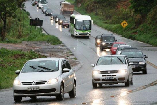 Farol baixo durante o dia passa a ser obrigatório em rodovias