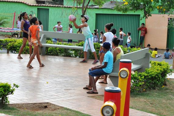 Prefeitura entrega mais três praças revitalizadas