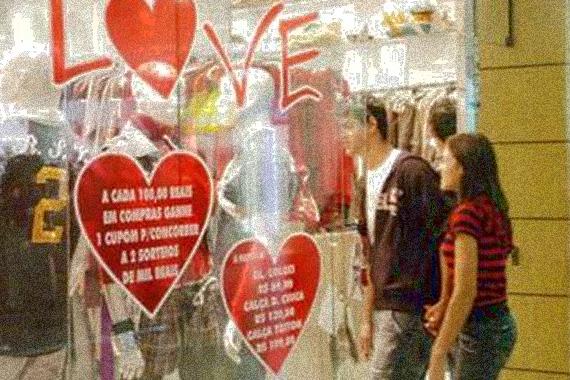 Comércio define horário especial para o Dia dos Namorados
