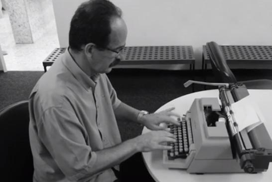 Escritor Heleno Álvares vai lançar livro de poesias por meio de financiamento coletivo