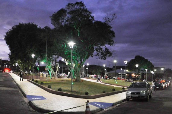 Praças Salesianos e Princesa Isabel são reinauguradas; pista de caminhada da avenida Divino Alves Ferreira é concluída