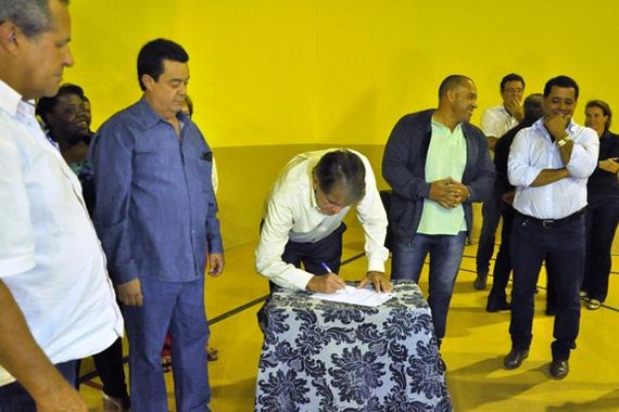Prefeitura de Araxá assina ordens de serviço para mais seis obras