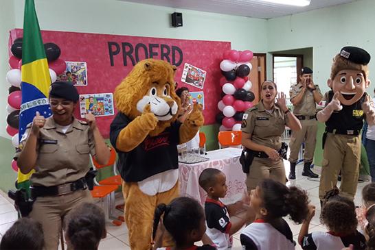 Polícia Militar forma primeira turma do Proerd Infantil em Araxá