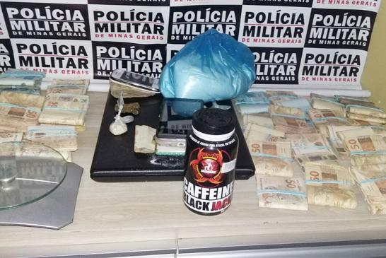 PM apreende drogas e mais de R$ 50 mil; três mulheres são presas