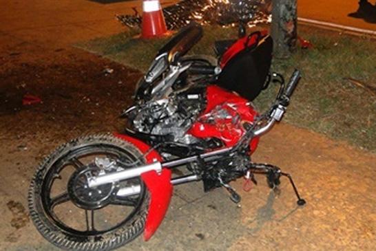 Jovem de 20 anos perde controle e morre em acidente de moto na Praça da Matriz