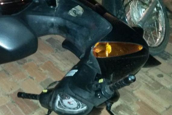 Motociclista bate em caminhonete e fica gravemente ferido