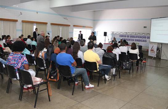 Curso de Qualificação de Dirigentes Sindicais tem análise dos desafios do movimento Sindical