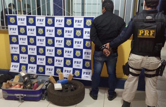 PRF apreende pasta base de cocaína e mais de 25kg de maconha na BR-262
