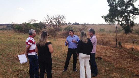 Deputado Bosco acompanha técnicos do Estado em visita ao terreno para instalações do Cerad