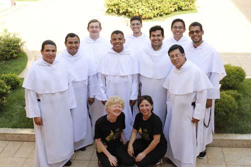 CSD recebe noviços dominicanos para bate-papo com os alunos