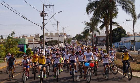 Colégio Dom Bosco promove passeio ciclístico em Araxá