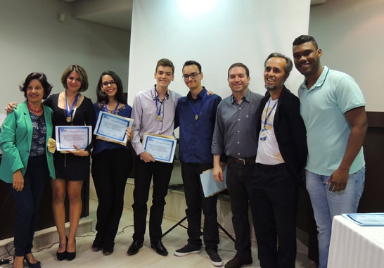 Uniaraxá premia pesquisadores juniores entre alunos do ensino médio