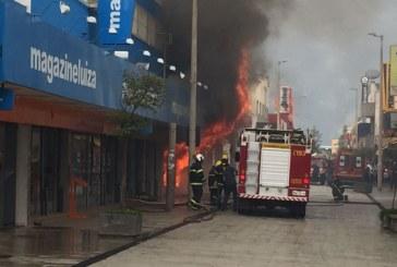 Incêndio destrói loja no Calçadão da Olegário Maciel
