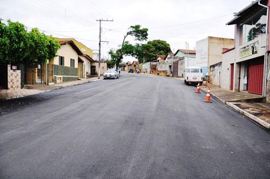 Recapeamento asfáltico continua nos bairros de Araxá