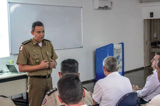 Comandante da PM treina equipe de videomonitoramento em Araxá