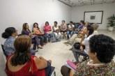Artesãs discutem melhorias com secretária de Turismo