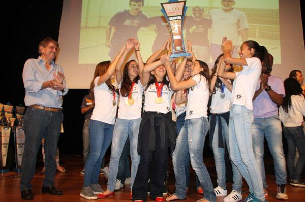 Prefeitura entrega troféus no encerramento dos Jogos Estudantis 2016