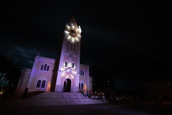 Prefeitura participa da inauguração de iluminação e abertura FestNatal
