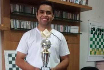 Wesley é o novo campeão araxaense de Xadrez Rápido 2016