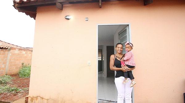 Prefeitura apura denúncias e transfere casas populares