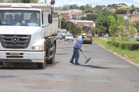 Prefeitura retoma tapa-buracos e planeja recapeamento